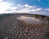 新疆魔鬼城的季節性河流