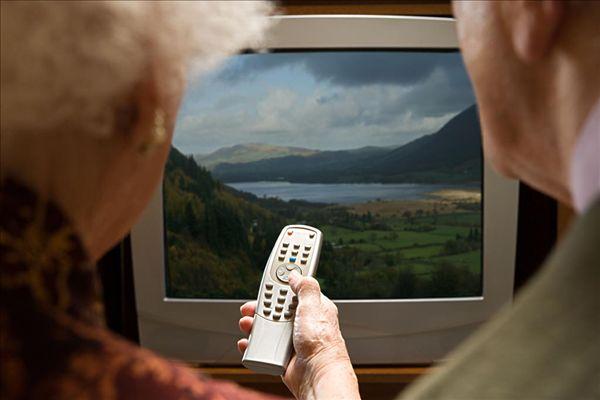 高级情侣看电视