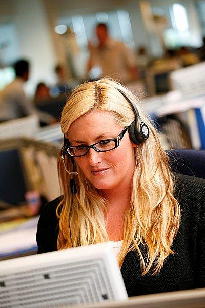 呼叫中心接线员,耳机,回答