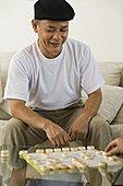 成熟,男人,玩,中国象棋,微笑