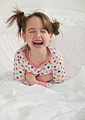 笑,白人,女孩,坐,床上