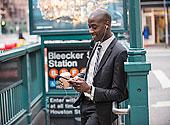 黑人,商务人士,手机,地铁,入口