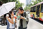 中国人,情侣,吃,城市街道,上海,瓷器