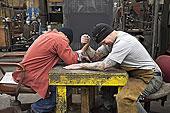 工人,掰腕子,工厂