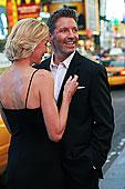 白人,情侣,搂抱,时代广场,纽约,美国