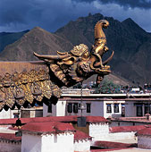 中国西藏拉萨大昭寺屋檐雕刻