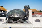 北京故宫太和殿台基上铜龟