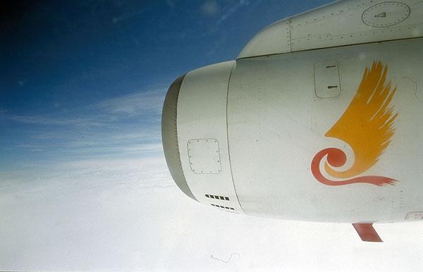 航拍飞机海南航空天空飞行白云航空自由翅膀发动机