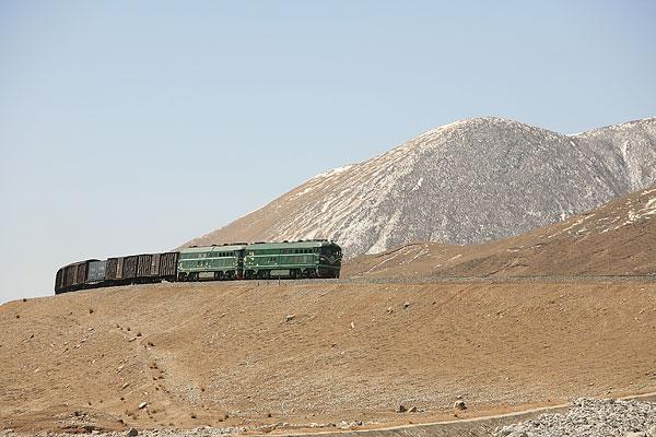 青海西宁至格尔木的铁路