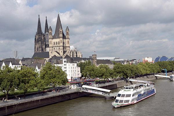 德国科隆大教堂和莱茵河风光