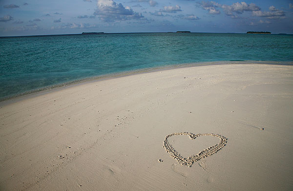 马尔代夫度假-沙滩心形状_全景图片