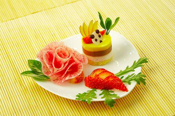 蛋糕里的榴莲和草莓萝卜花点缀鸡肉冬瓜和孕妇核盘子能吃吗?图片