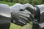 握手的雕塑
