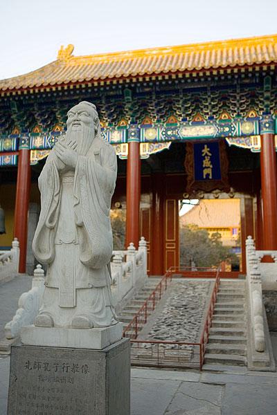 北京国子监孔子雕像图片