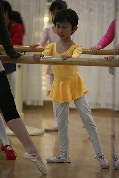艺术小女孩舞蹈