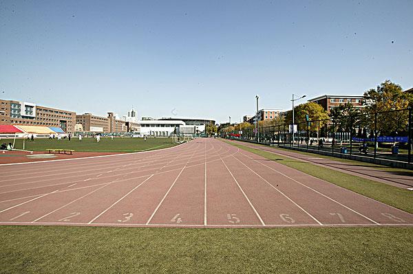 南开大学校园内的运动场