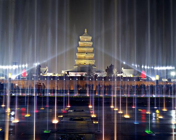 陕西西安大雁塔景区广场音乐喷泉夜景