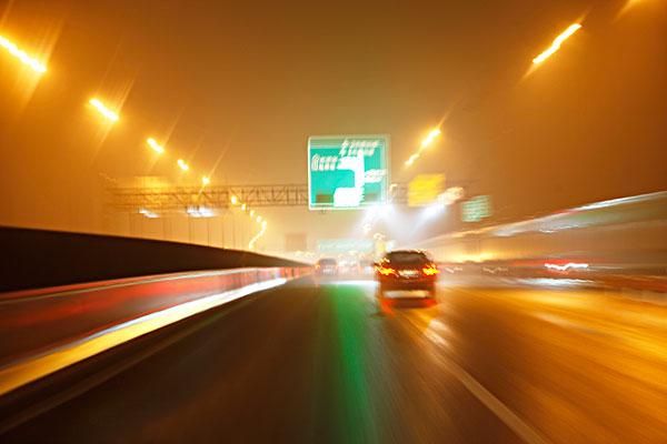 道路汽车行驶灯光