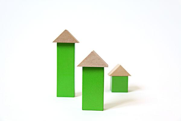 儿童玩具积木搭成的小房子