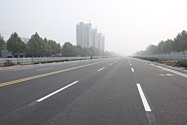 新修建的城市公路