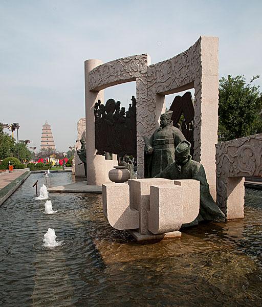 西安大雁塔南广场建造的雕塑群