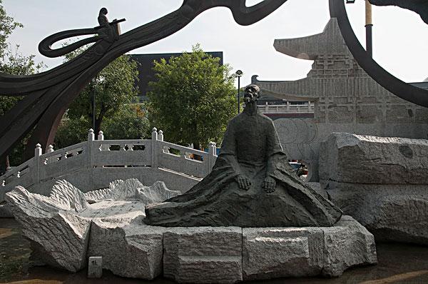 西安大雁塔南广场建造的雕塑群唐代诗人杜甫