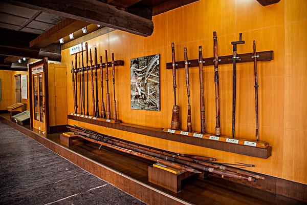 四川自贡市盐业历史博物馆展示的自贡盐业历代凿井,打井,采卤使用的
