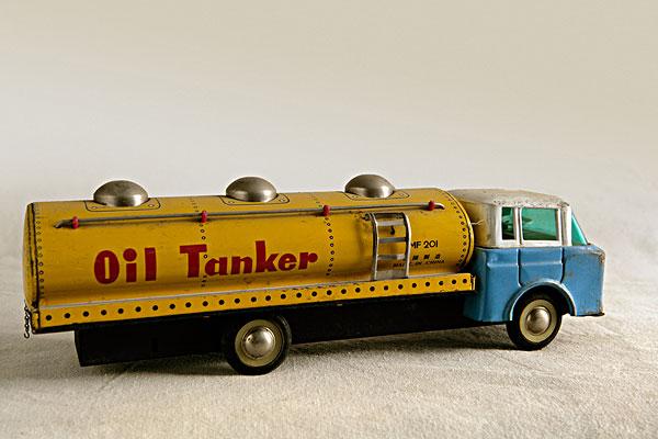 老式玩具油罐车图片