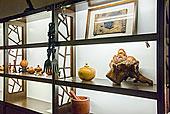 台湾南投县埔里镇邵族文化展示中心展出各种各样工艺品