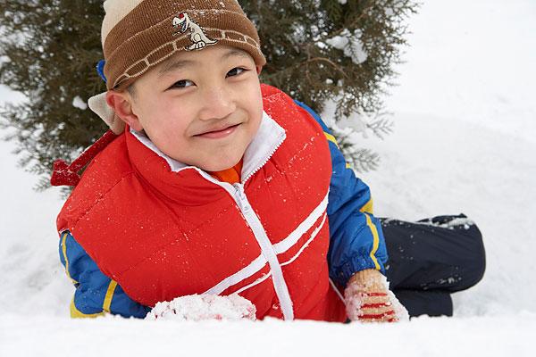 雪地小男孩