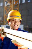 建筑工人在工地干活