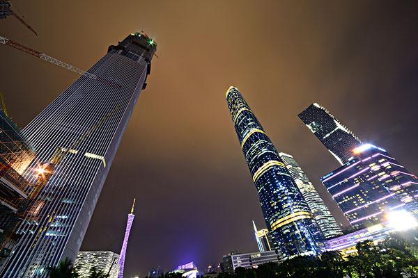 广州珠江新城西塔东塔夜景