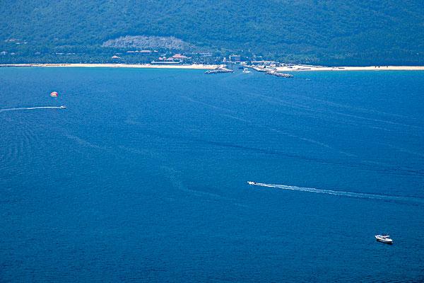 海南陵水分界洲岛清澈透底的海湾