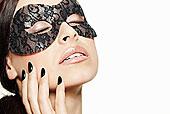 女人穿著蕾絲面罩