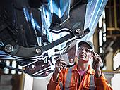 工程师,手电筒,检查,工作,工厂