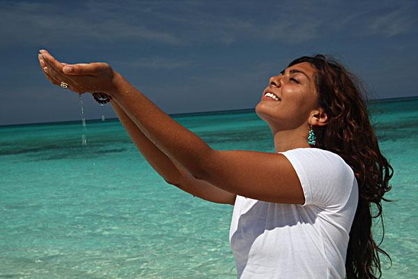 美女,海滩,手捧,水,天堂岛,拿骚,巴哈马