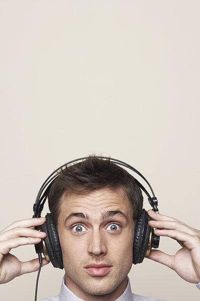 imp带耳机的头像