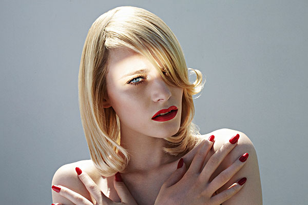 美女 红色 指甲