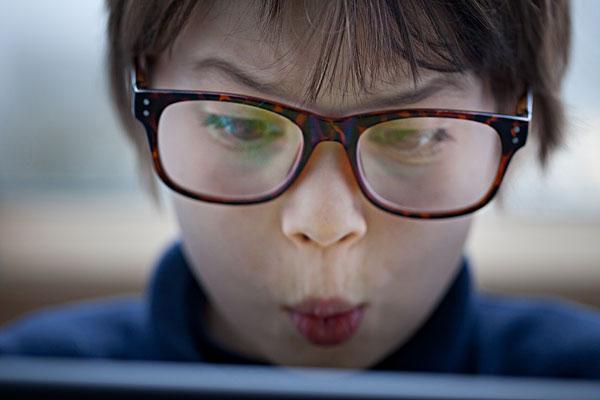 戴眼镜小孩_戴眼镜小孩图片