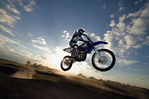 摩托车越野赛车手