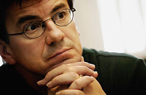 40岁男人素颜戴眼镜照片