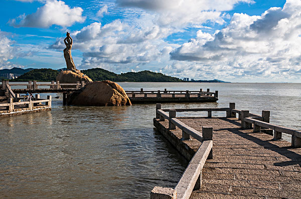 中国广东珠海城市风光渔女雕像
