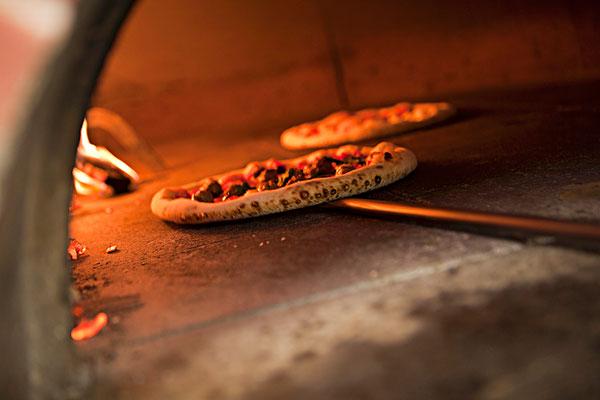 图片标题:比萨饼,托板,木头,燃烧,烤炉