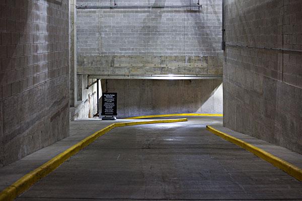 >地下车库入口