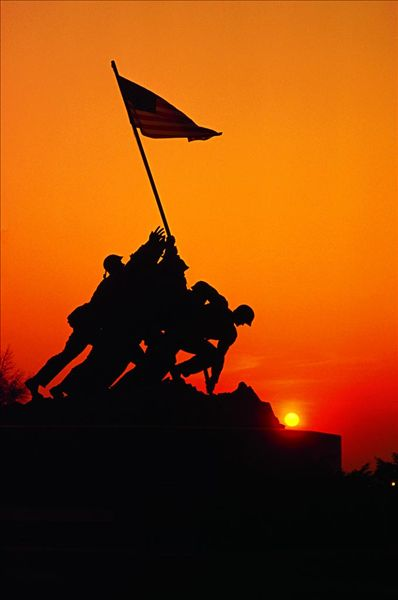 图片标题:仰视,战争纪念碑,硫磺岛战役纪念碑,弗吉尼亚,美国