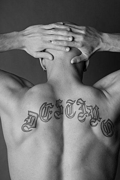 背影,裸露,纹身-全景图片-读图时代