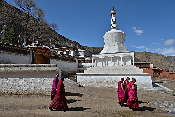 藏传佛教,僧侣,正面,白色,佛塔,寺院,建筑,建造,传统,风格,拉布楞