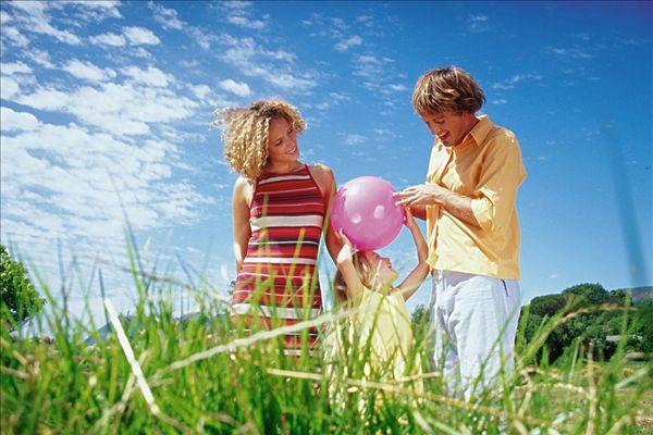 朋友以及孩子的小伙伴,幼儿园老师等,还可以扩展到家里的物品以及社区
