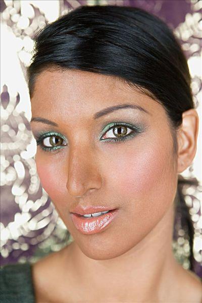 最新印度女人剃刮光头