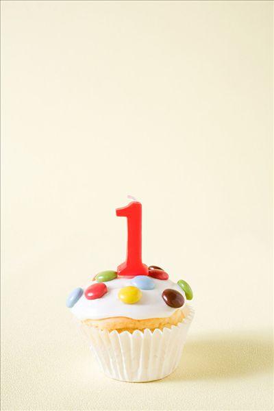 杯形蛋糕,数字1,蜡烛
